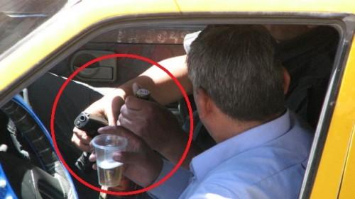 policia bebiendo ok
