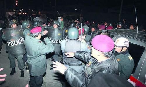 taxistas y policias se enfrentan