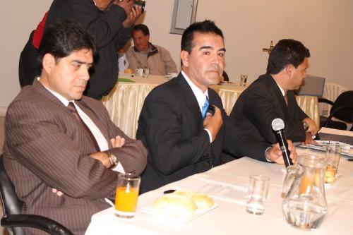 Nuevo presidente de los accionistas presidiendo la junta