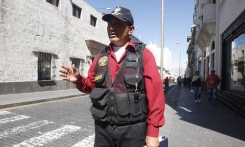 Flores dijo que el 31 de mayo recibió la resolución 113 de la Subgerencia de Recursos Humanos, la cual dicta para el trabajador una suspensión por tres días