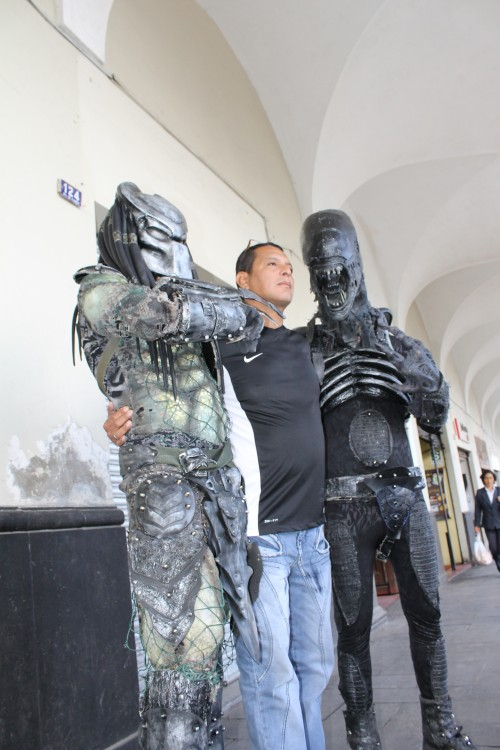 Depredador y Alien en feroz modelaje