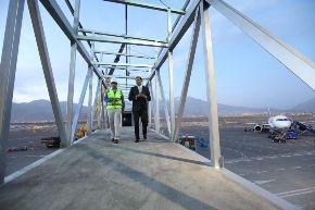 Construcción de mangas en aeropuerto Rodríguez Ballón, en pleno proceso