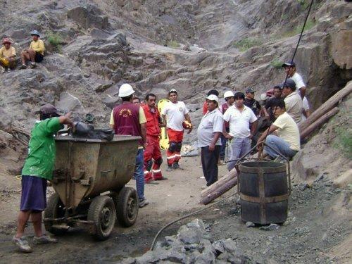 destruyen maquinaria de mineros ilegales en Caravelí