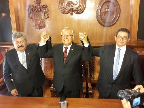 De izq. a der. Howard PInto, Víctor Hugo Linares y Luis Alfaro