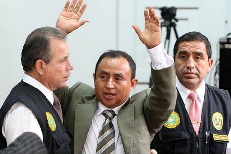 Gregorio Santos al ser detenido ayer