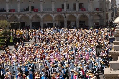 Multitud de danzarines, sumaron más de 2500 personas