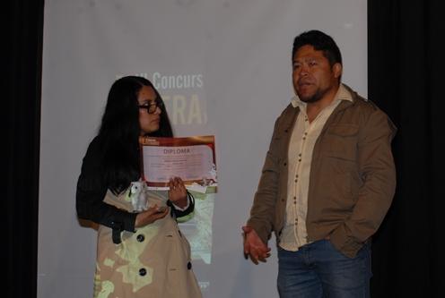Merlene Portugal recibe el premio de Filonilo Catalina