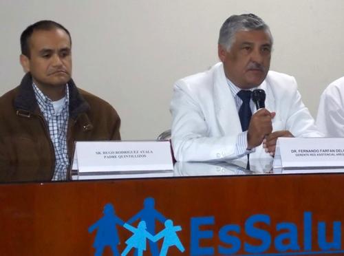 Hugo Rodríguez, el padre, y Fernando Farfán, gerente de Essalud