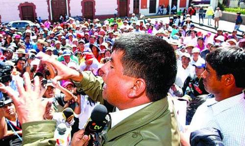 alcalde y pobladores de Quequeña