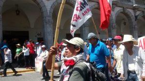 Alcaldes del Valle de Tambo llegan en marcha de sacrificio a pie