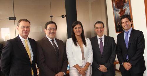 Con presencia del ministro de Economía, Alonso Segura, se firma contrato final en la sede del GRA