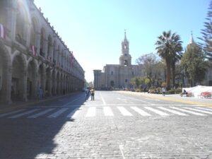 Instituciones y empresas en Arequipa acatan medidas y paralizan sus actividades