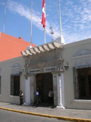 Estudiantes y docentes de la UNSA piden rendición de cuentas a autoridades universitarias