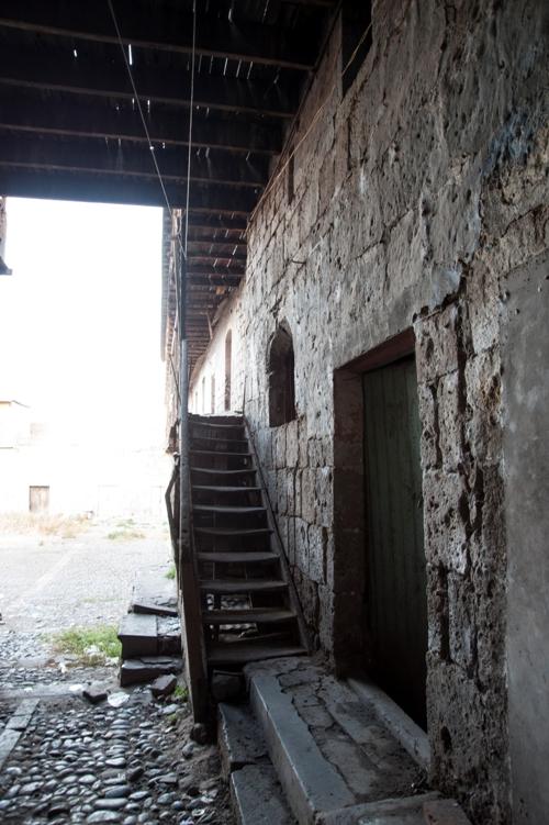 El ingreso al antiguo alojamiento de viajeros
