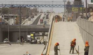 Constructora colocó postes en la Variante de Uchumayo sin tener contrato