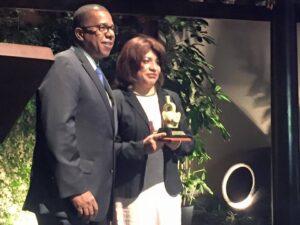Directora de «El Búho» fue galardonada en los Premios Nacionales de Periodismo