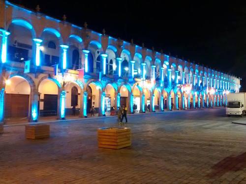 plaza en azul