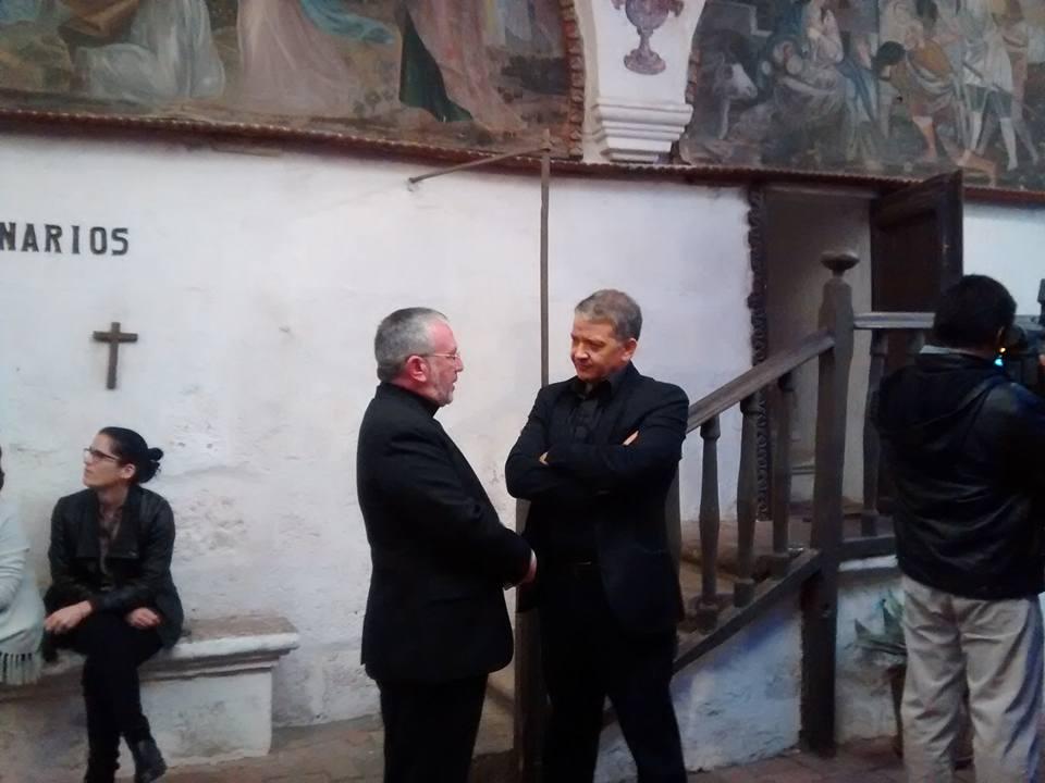 El arzobispo Javier del Río, conversa con Pedro Salinas, autor del libro Mita Monjes Mitad Soldados que contiene denuncias contra el Sodalicio. No se supo el contenido de la conversación