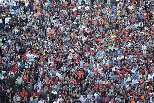 Una multitud abarrotó la plaza de armas en una noche de euforia