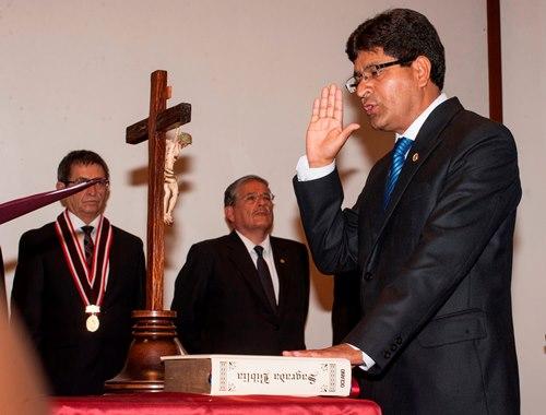 Este martes juramentó en el cargo el rector electo Rohel Sánchez