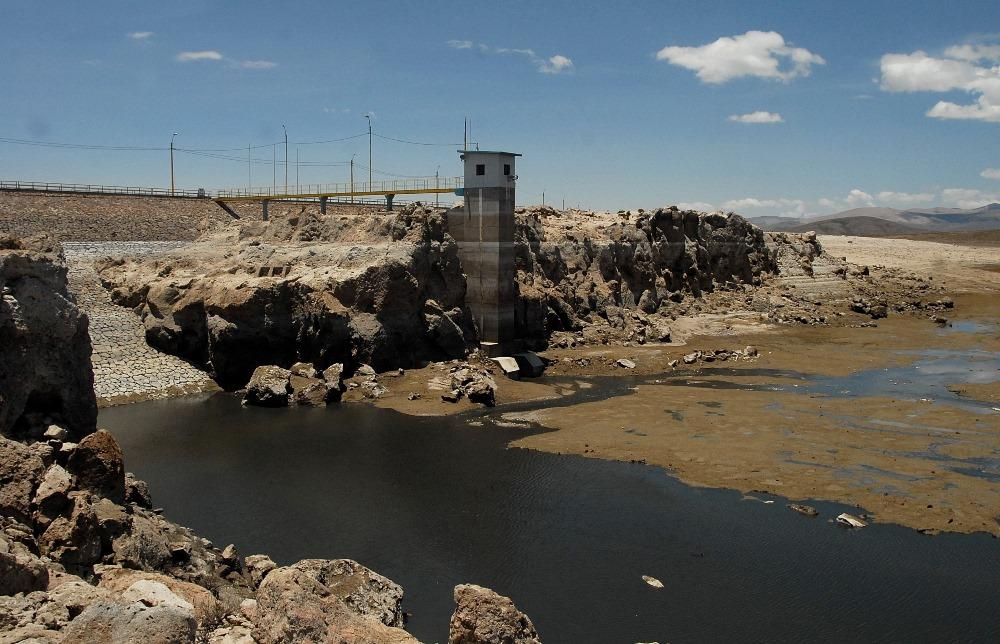 represa vacía