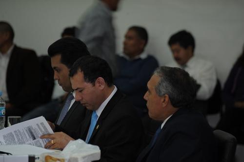 Al medio, nuevo presidente de la Junta de Accionistas, Luna Boyer. A la derecha, polémico Hugo Aguilar.