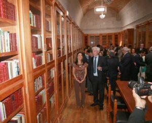 Tres mil libros del nobel Vargas Llosa recibirá la biblioteca que lleva su nombre