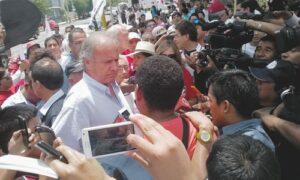 VIDEO. Alfredo Barnechea en Arequipa inició su recorrido en Cerro Colorado