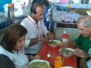 Lourdes Flores tomó desayuno en mercado San Camilo, por campaña electoral