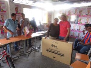 Candidato de PPK, Jimmy Ojeda, investigado por JEE por entregar regalos