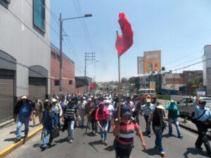 VIDEO. Policía lanza bombas lacrimógenas a obreros de Construcción Civil