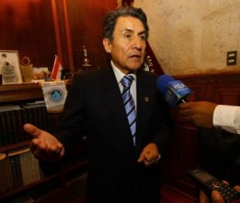 Exrector Valdemar Medina podría reemplazar al presidente del CNM