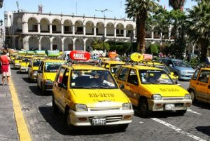 Futuro de taxistas que no cumplan requisitos será decidido por Congreso