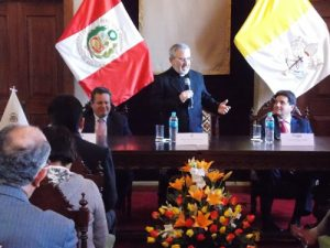 """""""Estamos en medio de una selva de insultos y medias verdades"""", declaró arzobispo de Arequipa"""