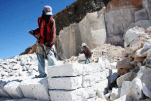 Derrumbe en canteras en Cerro Colorado provocó la muerte de dos obreros