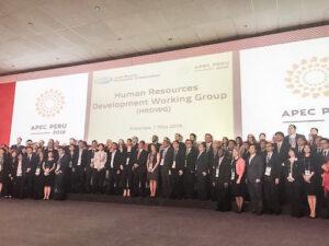 Recursos humanos son básicos para economías competitivas, plantean en reunión APEC