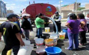 Distrito de Paucarpata se quedó sin agua potable por avería de tubería matriz