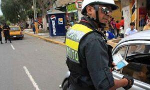 Intervienen en pleno acto de corrupción a policía de Tránsito que iba a recibir coima