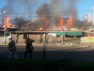 Incendio en Plataforma Andrés Avelino Cáceres arrasó con 7 puestos de comerciantes