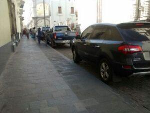No respetan calle peatonalizada