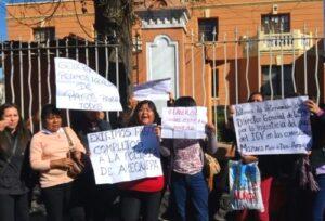 Protestan frente a Región Policial por no pagar viáticos a policías destacados en Madre de Dios