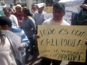 """VIDEO. Extraña manifestación fuera del Poder Judicial defendiendo a dueños de """"El Gavilán"""""""