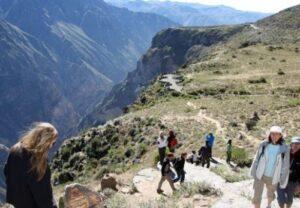 Aun no encuentran rastro de 3 turistas franceses perdidos en el Colca desde el domingo