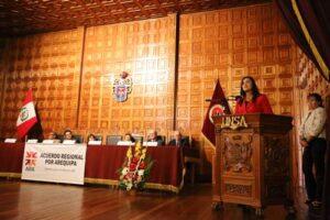 Yamila Osorio plantea diversificación productiva para no depender de la minería