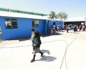 Reinician labores educativas en zonas afectadas por el sismo en Caylloma
