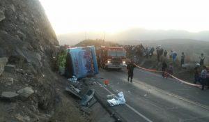 A diez sube la cifra de muertos por accidente de bus que venía de Puno