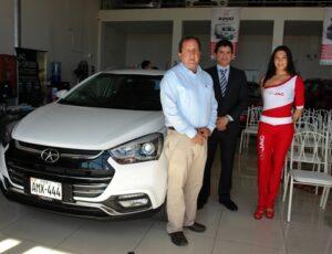 Presentan nueva camioneta JAC S2 en Arequipa