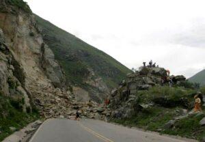 Nuevamente derrumbes en Chivay por temblores bloquean vía que conecta con Arequipa