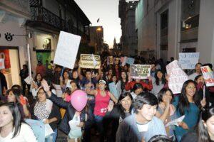 FOTOS Y VIDEO. Multitudinaria marcha #NiUnaMenos congregó más de 10 mil personas en Arequipa