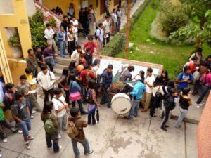 Estudiantes toman local de Ingeniería Electrónica UNSA para exigir despido de catedráticos